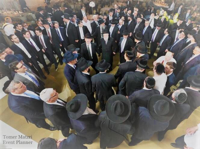 צלם בחתונה דתית.